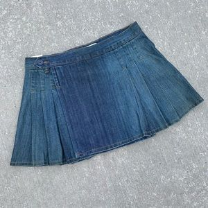 NWT old Navy size 6 pleated denim skirt